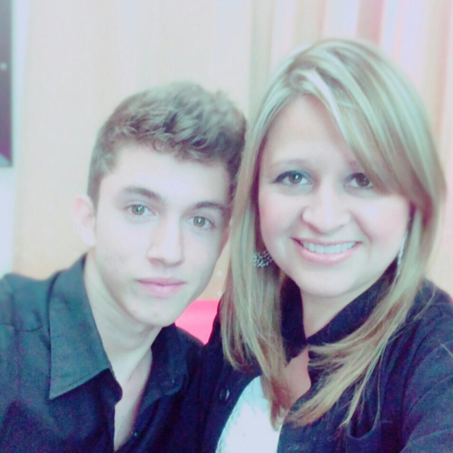 Josué Cover y Laura Recinos, presentadora de la Revista Honduras T-VE.