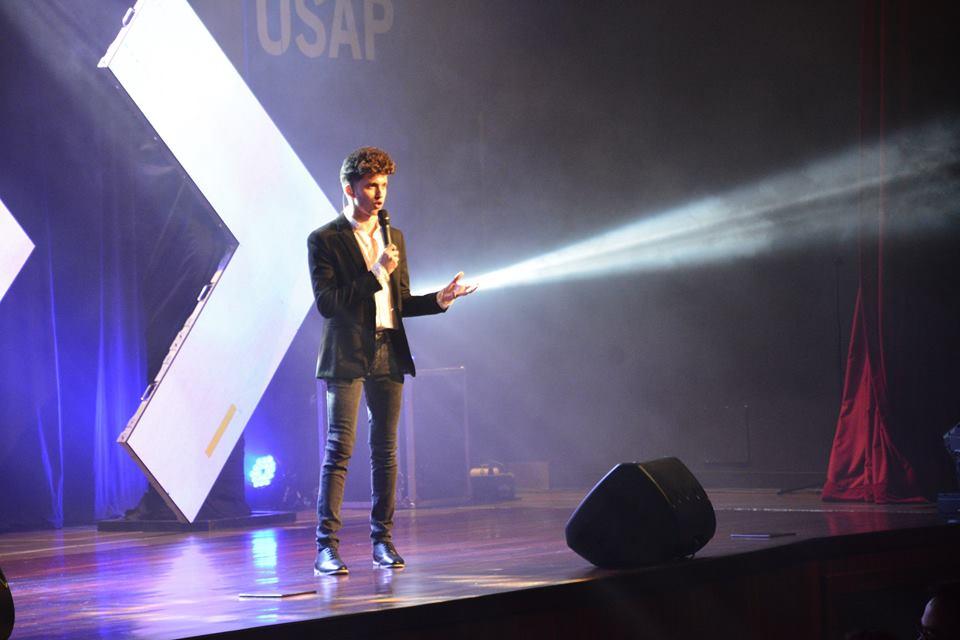 Josué Cover presentador oficial de los Viral Media Awards
