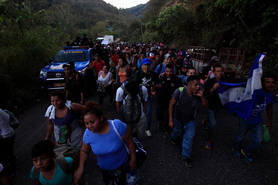 Migrantes hondureños en su segunda caravana rumbo a Estados Unidos de América