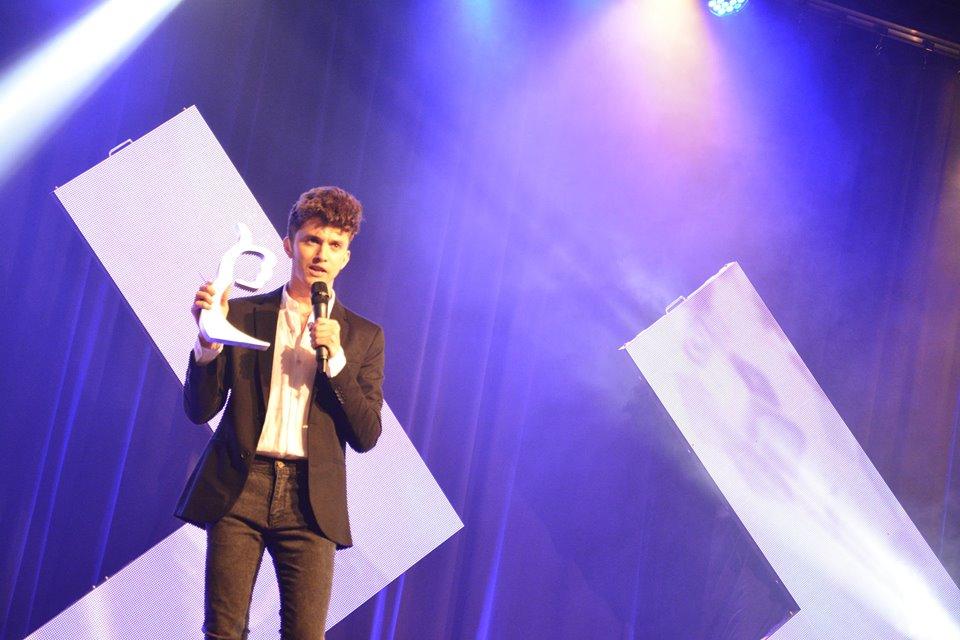 Josué Cover trofeo Viral Media Awards